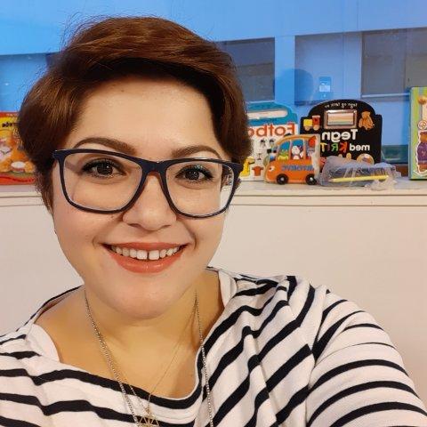 Aziza Bessent (37) tilbyr gratis hjelp til folk som enten sitter i karantene eller er i risikogruppen. I tillegg til å ha delt Finn-annonsen sin for sine venner på Facebook, har hun også sendt melding til lederen av organisasjonen Hjelpende hender, forteller 37-åringen.