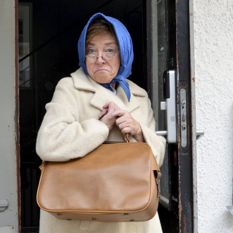 Seniorteateret: Grete Iversen Kjølstad, her som Mrs. Meadow, ønsker seg fulle hus i Verdensteateret når Seniorteateret i Sandefjord Teaterforening setter opp Dampen. De skal spille fire forestillinger og premieren er på torsdag. Foto: Vigdis Løbach