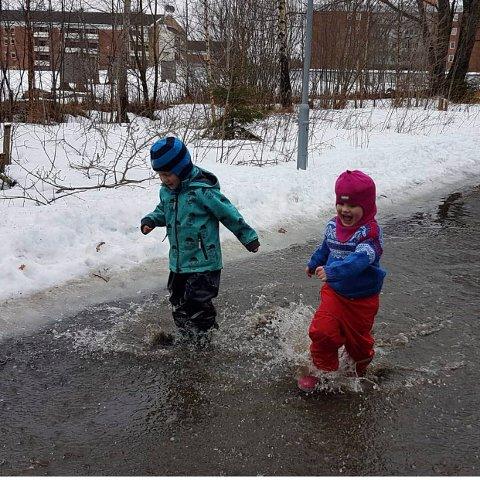 VÅRKOS: Toril Gilberg har fanget barna som priser våren og vann.