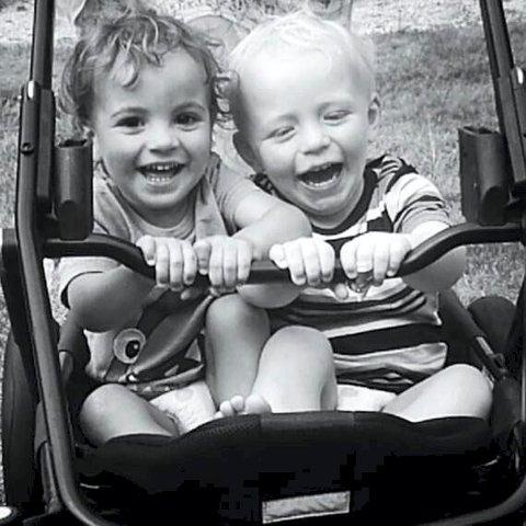 Full fart: Charlotte har fanget barn i sommerlig lek.