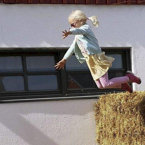 HOPP: Åpen gård er gøy! Fotografen er Christine N. Pedersen.