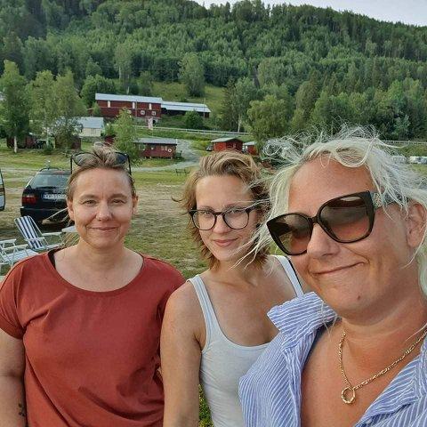 DELER HOBBY: Søstrene Eileen Jeanette Bakken (39), Tina Maria Strid (33) og Linn Therese Tornås (37) hadde ikke planer om å starte en felles hobby sammen, da de for en stund tilbake hjalp Tina å vaske ut huset hennes for salg. Nå ser det likevel ut til at det blir business ut av det.
