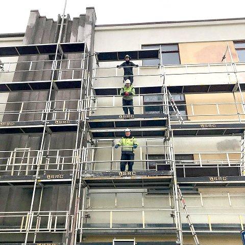 I FRILUFT: Disse karene forbereder arbeidet som skal få byens perle til å skinne igjen. Foto: Sandnes kulturhus