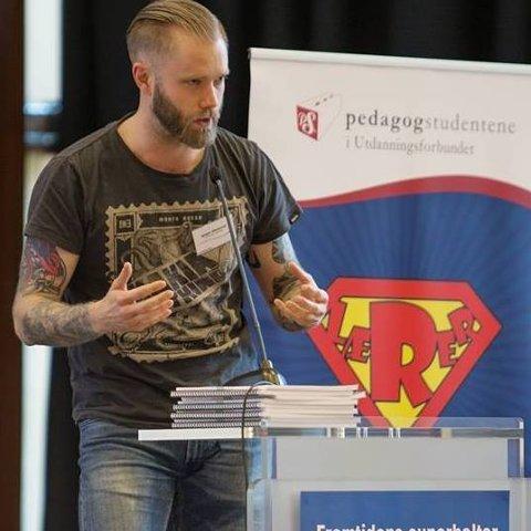 Jørgen Jakobsson er frustrert over at regjeringen ikke har gjort mer for å ivareta lærerne bedre.