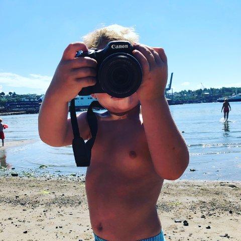Oskar Julius Lintho, 3 år. Smil til kamera sier Oskar!