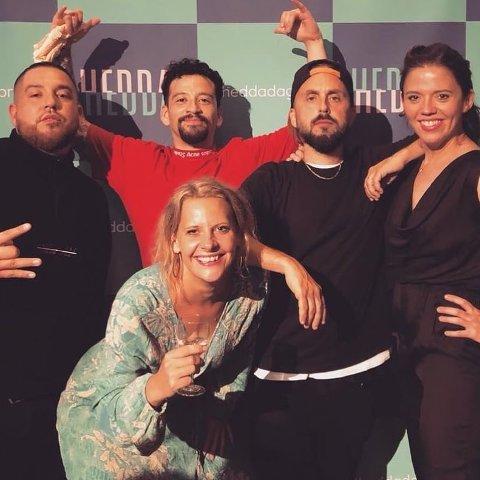 Cici Henriksen sammen med Jonathan Orellana Castro, Don Martin, Felipe Orellana Castro og Hedda Sandvig for konsertforestillingen «Blokk til blokk». (De vant ikke Heddaprisen, selv om det kan virke sånn ut i fra bildet).