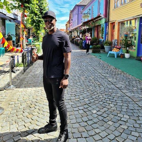 Sarpingen Nathaniel Ayeh fullroser Norges Idrettsforbund og Supporter.no for deres nyeste prosjekt.