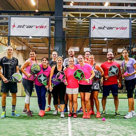 ROSA I FOKUS: Smaalenene Padelklubb arrangerte Rosa Sløyfe-turnering i A.E.C. Treningssenter i Askim. 36 spillere var med. Her er noen av dem.