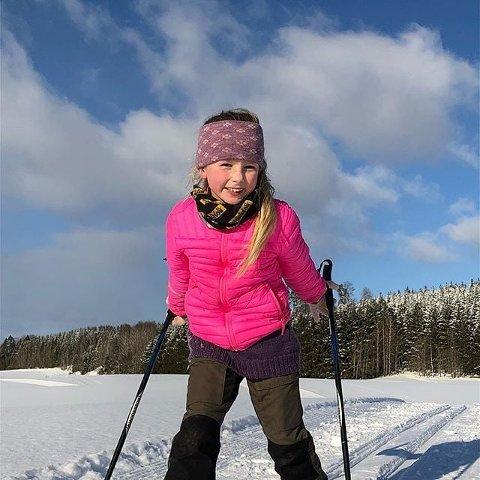 Vinner: Vanessa Holm på ski i Trøgstad sto for vinterferiens gladeste smil i fotokonkurransen #smaafoto.