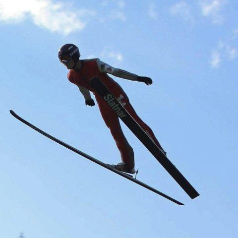 Hopper langt: Johannes både hopper og går på ski. Hoppingen har blant annet gitt han muligheten til å hoppe i Holmenkollen.