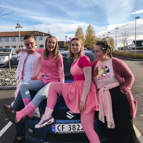 Hadde en morsom russetid: Eivind Svea (19), Jorid Nandrup Nielsen (19), Selma Finstad Lier (19) og Synne Ødermark (19) angrer ikke på at de valgte en slik løsning.