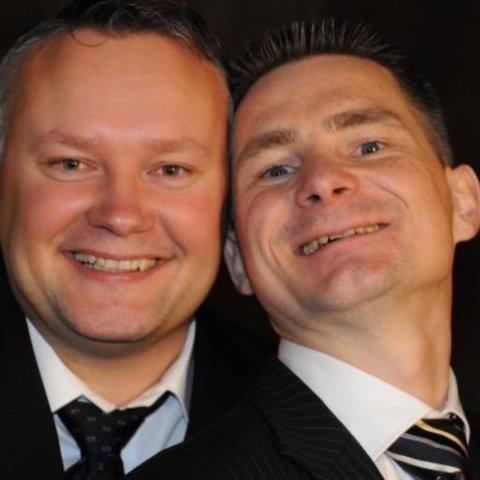 BESTEVENER: Bård Arne Pedersen (t.v.) og Stein Karlsen. Onsdag døydde Bård etter å lege på sjukehus sidan 18. mars.