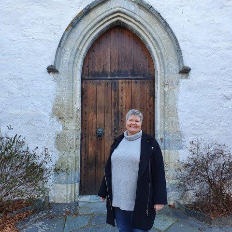 SPENT PÅ OPPSLUTNADEN: Kyrkjeverje Monica Finden gjev ikkje opp håpet om å få ny sokneprest til Aurland om ikkje så alt for lenge.