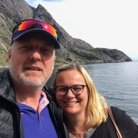 HAR SELT HOTELLET: Ragnhild Solheim og Bøye Einang fortel at dei har brukt .500 timar på oppussing og vedlikehald.  Nå har dei selt Eidsbugarden hotell til Gondolin AS.