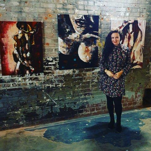 Ramune Sadauskiene fra Sola stilte ut bildene sine på Erotic art exhibition i London i oktober. – Det var en fantastisk opplevelse, sier hun.