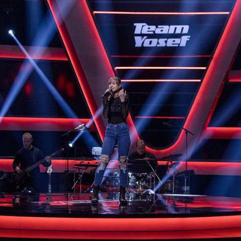 Synne Helland skal synga «Mama's broken heart» under knockout-runden i The Voice fredag kveld.
