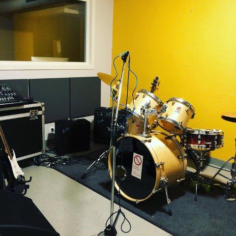 INNGÅR NYTT SAMARBEID: Undergrunnen og Svelvik ungdomsskole har landet en avtale knyttet til øvingslokaler i musikksammenheng.