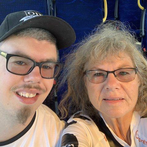 SAMMEN: Grethe og sønnen Vegard, som har diagnosen Williams' syndrom, på en av sine mange Odd-turer. Foto: Privat