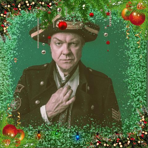 JUL Á LA ROSÉN: Musikeren og showmannen Alex Rosén besøker Notodden mandag kveld med sitt juleshow. Da Telen snakket med ham før helgen, hadde han akkurat vært 450 meter under bakken i gruvene på Røros, sammen med Lothepus - til et TV-program for 2021. Det går i ett.