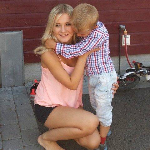 MOR OG BARN: Kristina (19) og sønnen Christoffer (6)