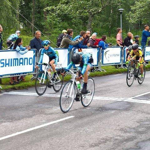 I MÅL: Morthen Wang Baksaas (til venstre) og Oliver Aukland spurtet i mål til andre- og tredjeplass. Foto: Privat