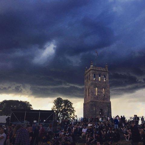 TØFFE TIDER: Slottsfjellfestivalen opplever mørke skyer på himmelen, og det er usikkert om økonomien tillater at det blir arrangert festival til sommeren. Dette bildet er fra Gojiras konsert i 2017.