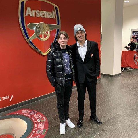 I GODT SELSKAP: Emil Bergquist Pedersen sammen med Arsenals midtstopper, David Luiz.
