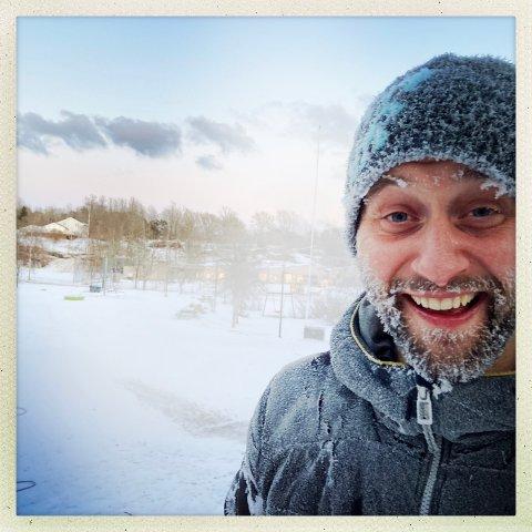 SNØMANN: Caspar Rieber-Mohn er henrykt etter en iskald tur i snøføyka fra den nyinnkjøpte snøkanonen.