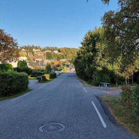 INGEN SKILTING: Naboene er lei av trafikkaoset som oppstår som følge av manglende skilting langs Husvikveien.