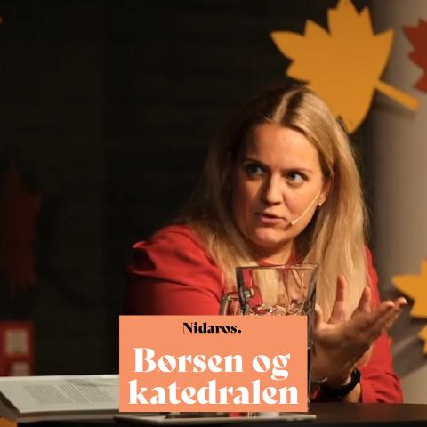 Hannah Gitmark tjente sin første million på boligmarkedet som 26-åring. Nå har hun skrevet boka «Det norske hjem - fra velferdsgode til spekulasjonsobjekt».  Her fra mandagens bokbad i regi av Litteraturhuset i Trondheim.