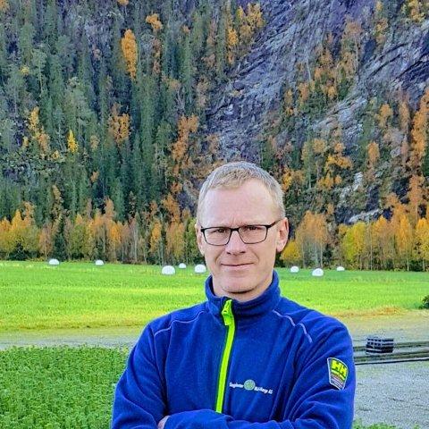 STORE VERDIER: Daglig leder Jo Magne Tyldum i Skogplanter Midt-Norge har fire millioner skogplanter klare til levering. I verste fall må en stor del av disse kasseres dersom det ikke skaffes nok arbeidskraft.