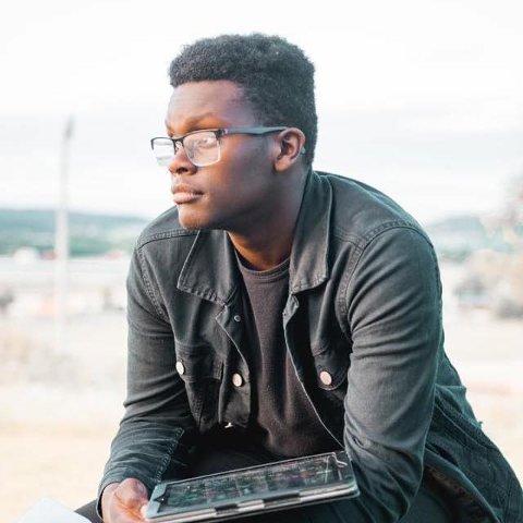STØTTE: Raphael Hosea (17) er glad for all støtten han har fått. De negative kommentarene velger han å ikke legge verken tid eller energi på.