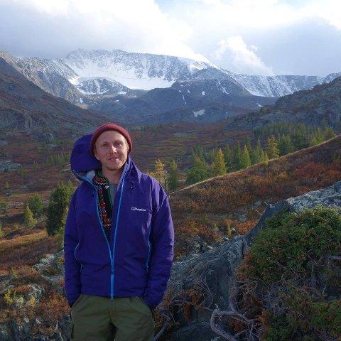 I Mongolia: Magnus Andresen kjenner godt Andesfjellene, men her er han på tur i Altaifjellene i Mongolia. - De fleste ferier har gått til fjell, ski- og klatreturer, så fjell er en viktig hobby for meg, forteller Magnus. Privat foto