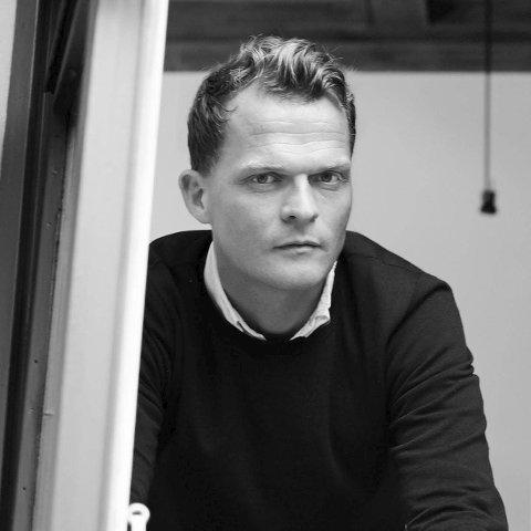 Designer: Andreas Engesvik vokste opp i Tvedestrand. Han var tidligdere en del av designfirmaet Norway Says, men nå driver han sitt eget firma under eget navn. Foto: andreasengesvik.no