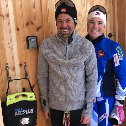 Hjartestartar: Nils Ingar Aadne fekk overrekt ein blomst og Mari Eide deltok og i rennet.