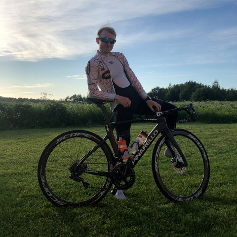 SLO REKORD: August Jensen slo den fem år gamle rekorden opp Keiservarden på sykkel.