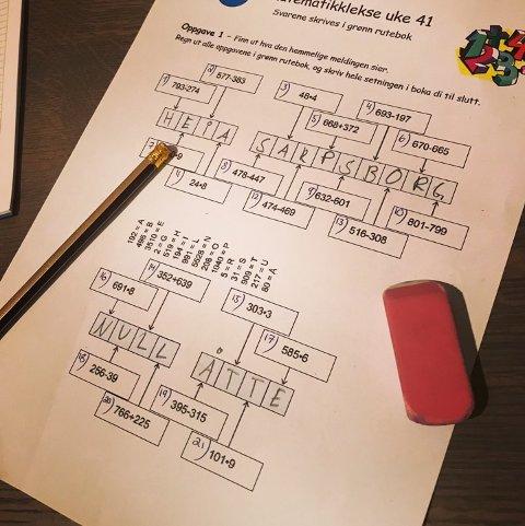 Humor: Kine Sjøberg, lærer ved Nøkleby skole og svoren Sarpsborg 08-fan, sørget for et artig svar i matematikk-leksen.