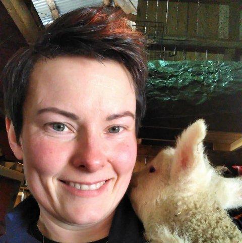 NARVIK SPESIELL: Aimee Catrin Larsen forteller at interessen for å handle direkte fra produsentene har økt i Narvik. – Narvik er en litt spesiell ring i forhold til de andre. Her er det veldig høy omsetning per medlem i forhold til andre steder, forteller hun.