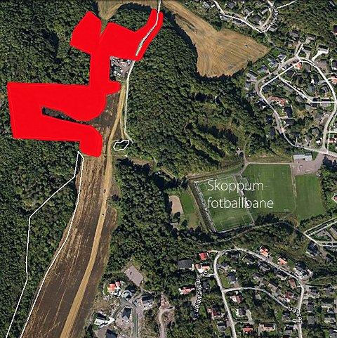 HOGST I LYSLØYPA: Bane NOR starter nå i desember hogst i lysløypa på Skoppum i forbindelse med utbyggingen av jernbanen. Hogsten vil foregå i det røde feltet på bildet.