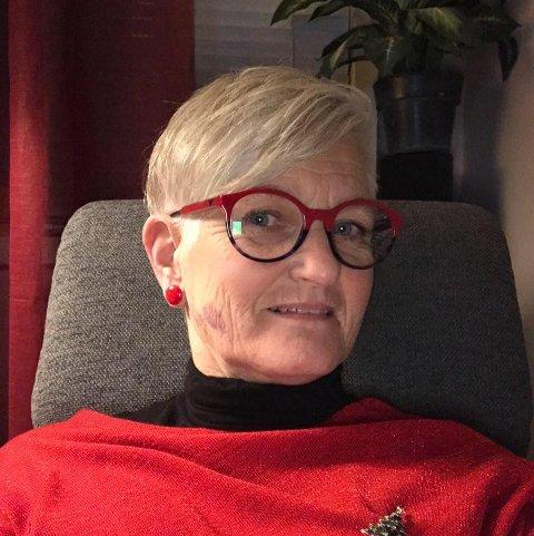Synnøve Lien har frisert mange en lillehamring og modøl gjennom sine 54 år som frisør i Lillehammer og Moelv. Nå har hun overlatt styringen av salongen Hårgaiden på Strandtorget til datteren Monica.
