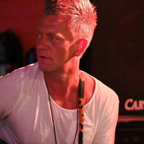 Anders Gaute Kristensen spelar med band på Snikkeriet laurdag.