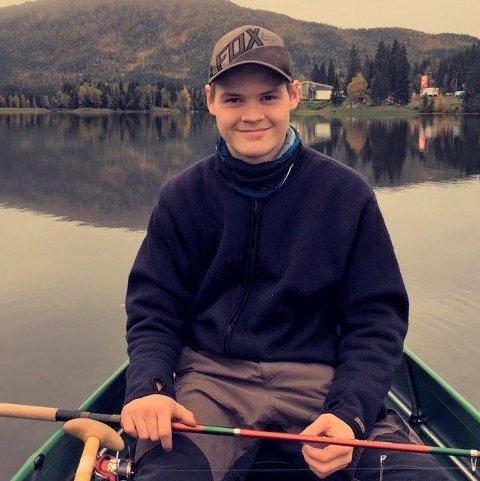Mistet livet: Kristoffer Lindstrøm Westerfjell (20) mistet livet i en tragisk arbeidsulykke. Familien er i dyp sorg, men det hindrer dem ikke fra å en tøff kamp for å fram Kristoffers stemme.
