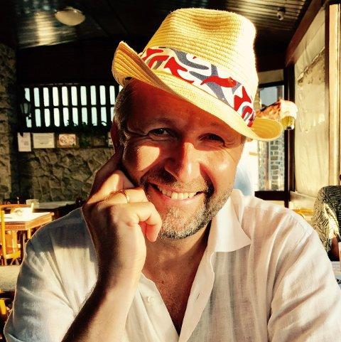 POET: Stein-Gunnar Bondevik - Innovasjon Norge-direktør om dagen. Poeten Jon Heen om natta. Nesten, i hvert fall. Bondevik tar nå med seg sitt poetiske alter ego til Kråkeslottfestivalen på Senja i sommer. Her er han i Brasil.