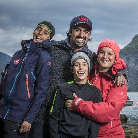 UNDERDOGS: - Det er ekstra stas at vi som underdogs vant Familieekspedisjonen sier mamma Saima Azeem, her flankert av guttene sine; Rohail, Waqas og Subhaan.