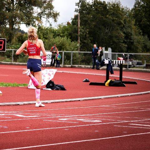 FORT: Marthe Hjelmeset (14) løp 800 meter på 2,17,44 på Lillehammer. Her fra et annet stevne. (Arkivfoto)