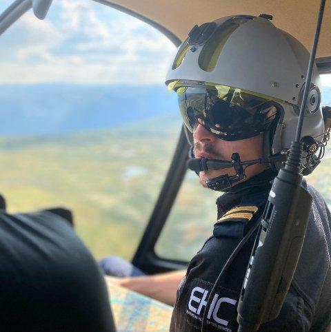 HELIKOPTERPILOT: Jørgen Frøyen har utdanna seg til å bli kommersiell helikopterpilot.