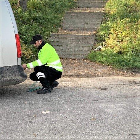 SURT: Åtte sjåfører opplevde å få bilen avskiltet under kontrollen ved E6 på Biri søndag ettermiddag. – Vi forstår fortvilelsen, men vi må tenke sikkerhet, sier kontrolleder Arne Tøftum.