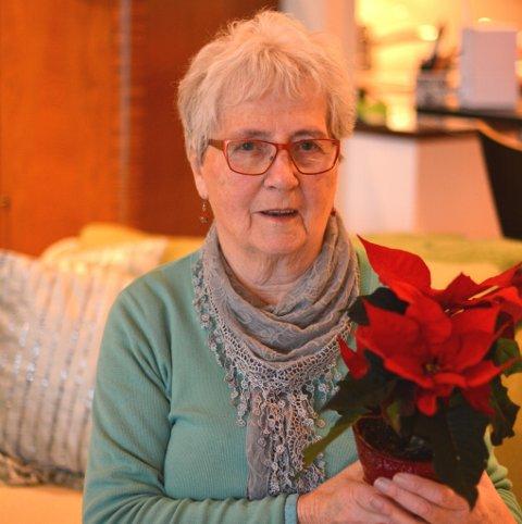 Ruth Henriksen (85) er engasjert i fleire ulike lag og foreiningar, og har alltid vore oppteken av andre sitt ve og vel. Ho får difor ein juleblom.