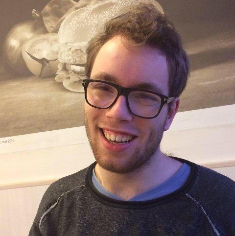 HELDIG VINNER: Johannes Loftsgård fra Rollag er veldig glad for at han har vunnet en billett til visning av Game of Thrones i Colosseum kino.