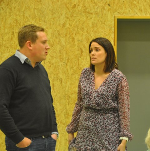 KLAGER: Marlene Sæthre og Hartvig Magnus Sverdrup er blant de fem politikerne som reagerer på at Moskenes-ordføreren lukket møte uten å rådspørre formannskapet.